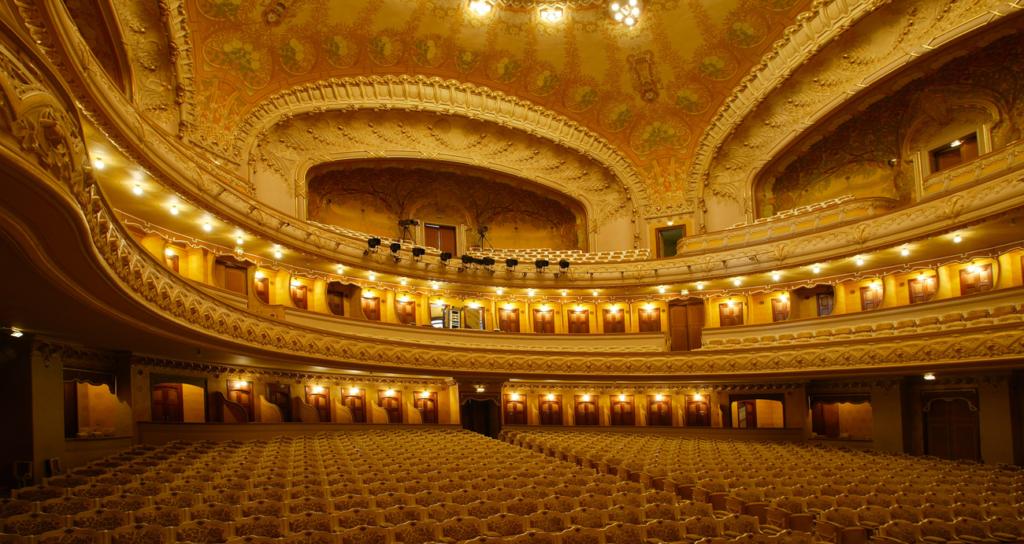 Het operagebouw van Vichy van de binnenkant.